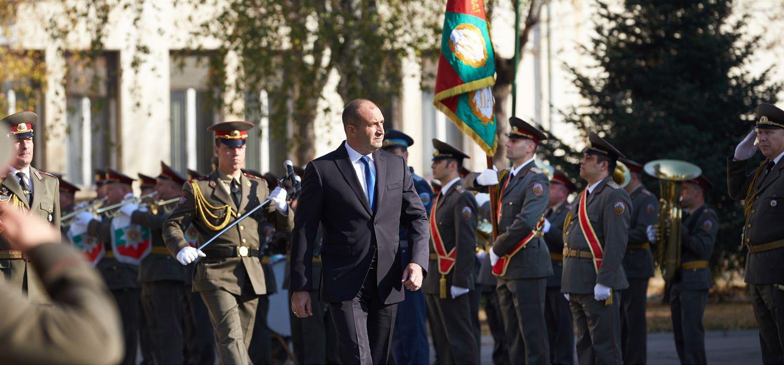Президентът Радев към випускниците на ВА: Създаването на по-добри условия във Въоръжените сили ще зависи и от вашето лидерство и борбеността на всеки от вас