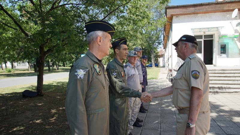 Началникът на отбраната адмирал Емил Ефтимов посети авиобаза Граф Игнатиево