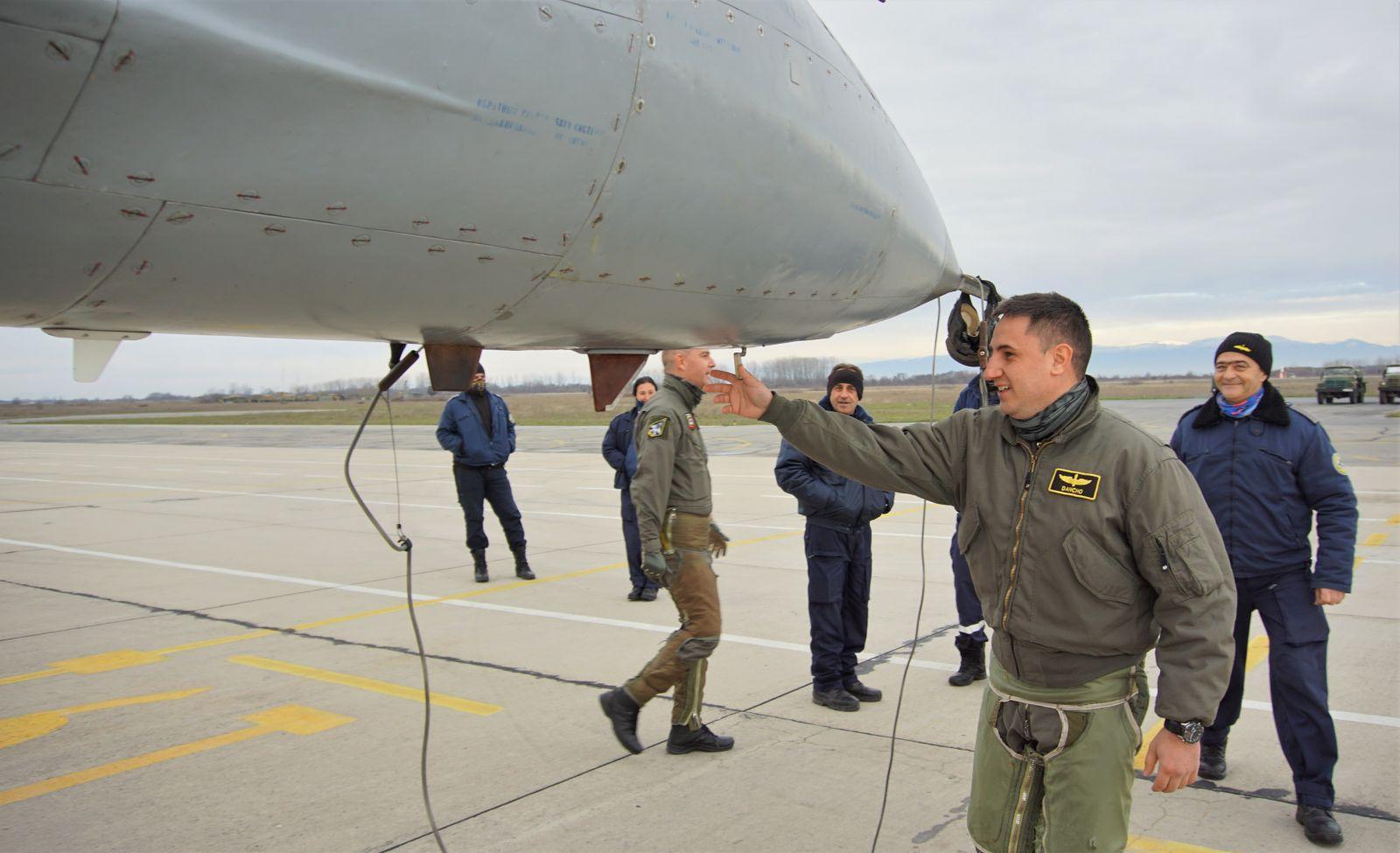Първи полети в 3-а авиобаза Граф Игнатиево (ОГРОМНА АВИАЦИОННА ГАЛЕРИЯ)