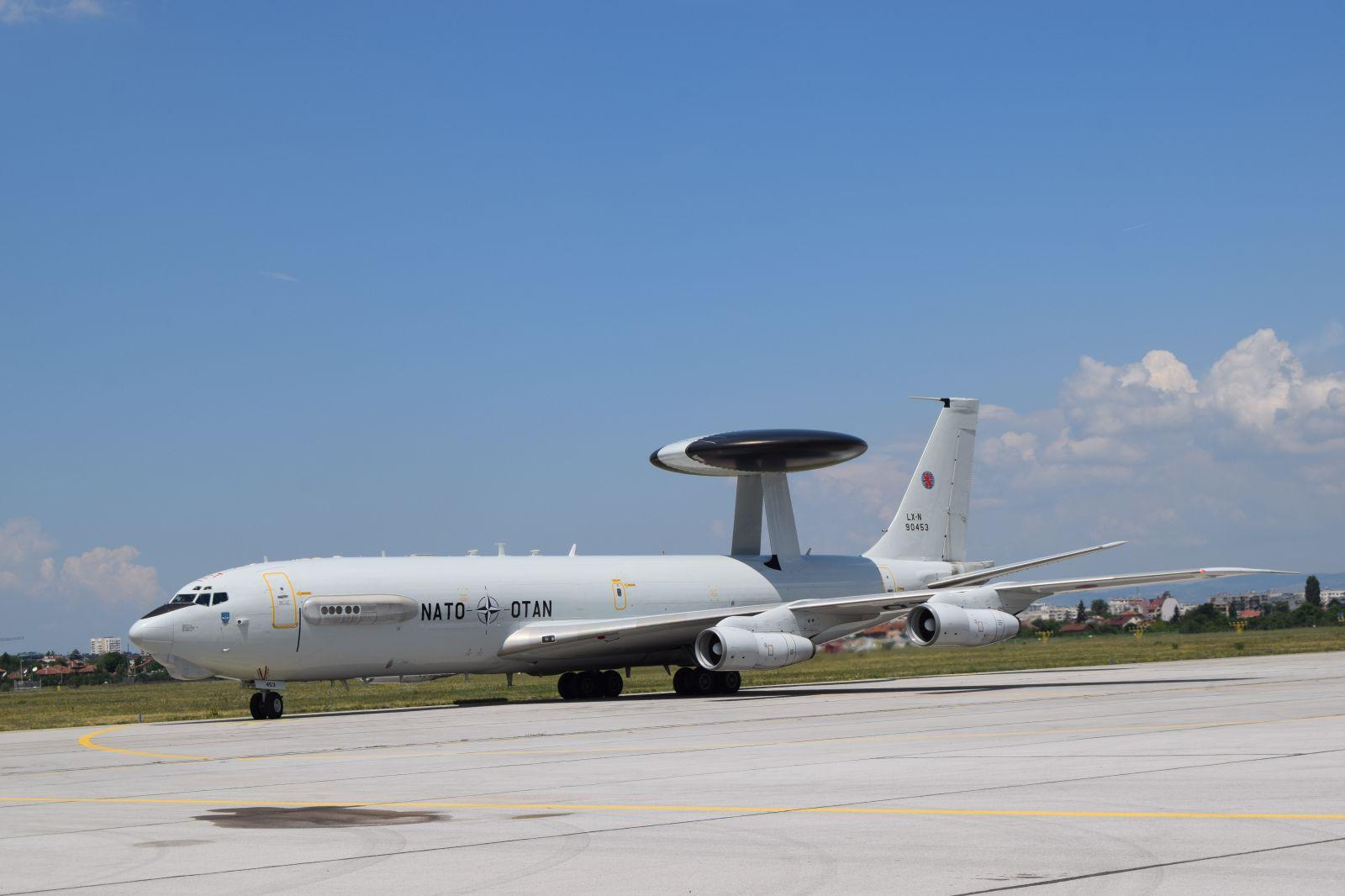 ГАЛЕРИЯ WE ARE NATO: E-3D AWACS кацна в София