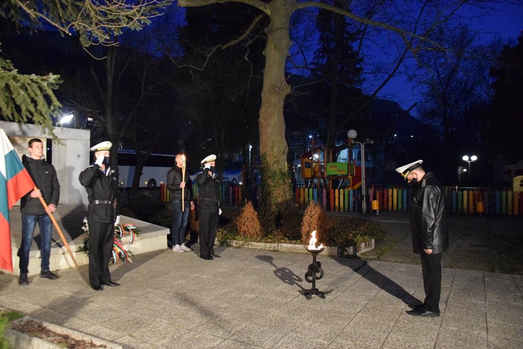 ВМС участваха в тържественото отбелязване на 3 март и 143 години от Освобождението от турско иго във Варна и региона (ГОЛЯМА ПРАЗНИЧНА ГАЛЕРИЯ)