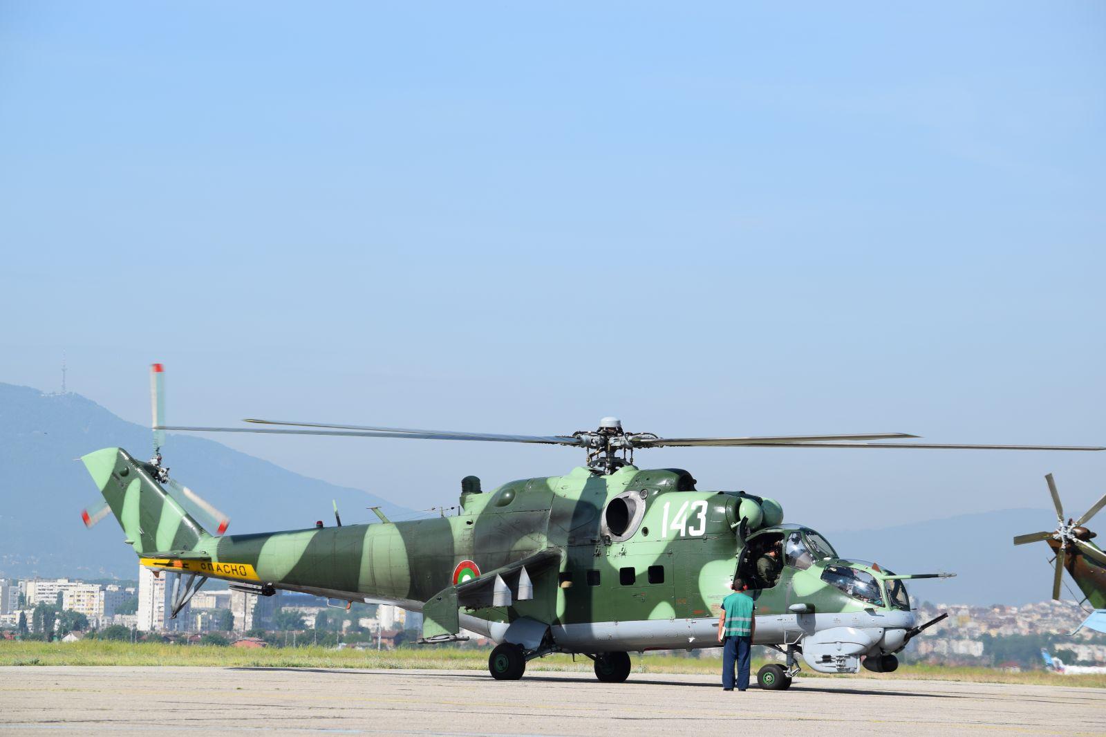 Бойната техника на Военновъздушните сили, която ще участва във военния парад в чест на 6 май – Ден на Храбростта и празник на Българската армия (ГАЛЕРИЯ)