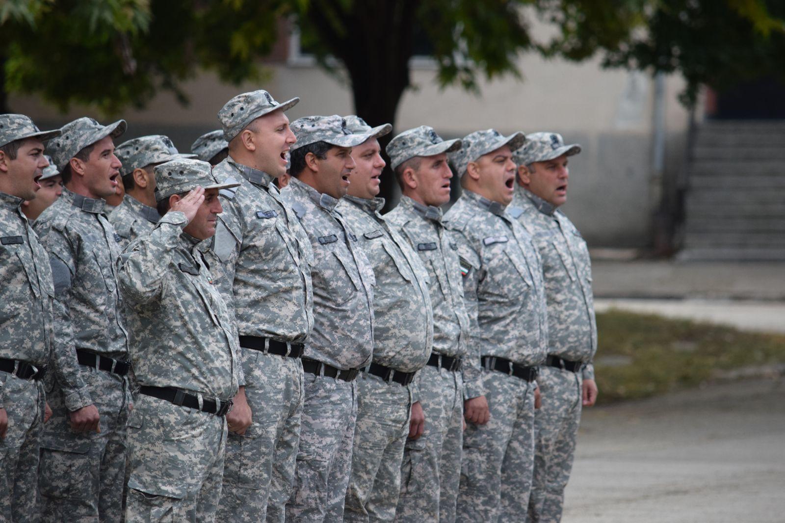 """ГАЛЕРИЯ ОТ МЯСТОТО НА СЪБИТИЕТО: За първи път от 22 години военна клетва на курсанти във ВВВУ """"Г. Бенковски"""""""