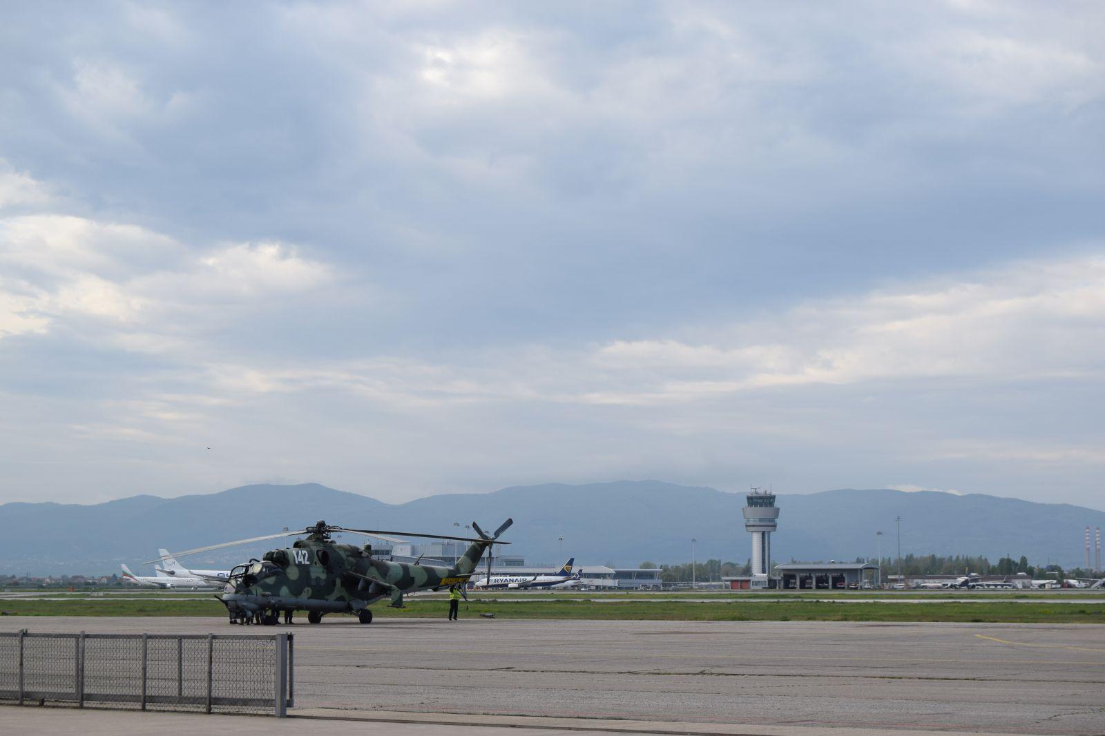 Къде зимуват раците - несресани наблюдения и мисли за вертолетите, участващи във въздушните демонстрации за 6 май (ГОЛЯМА ЕКСКЛУЗИВНА ГАЛЕРИЯ)