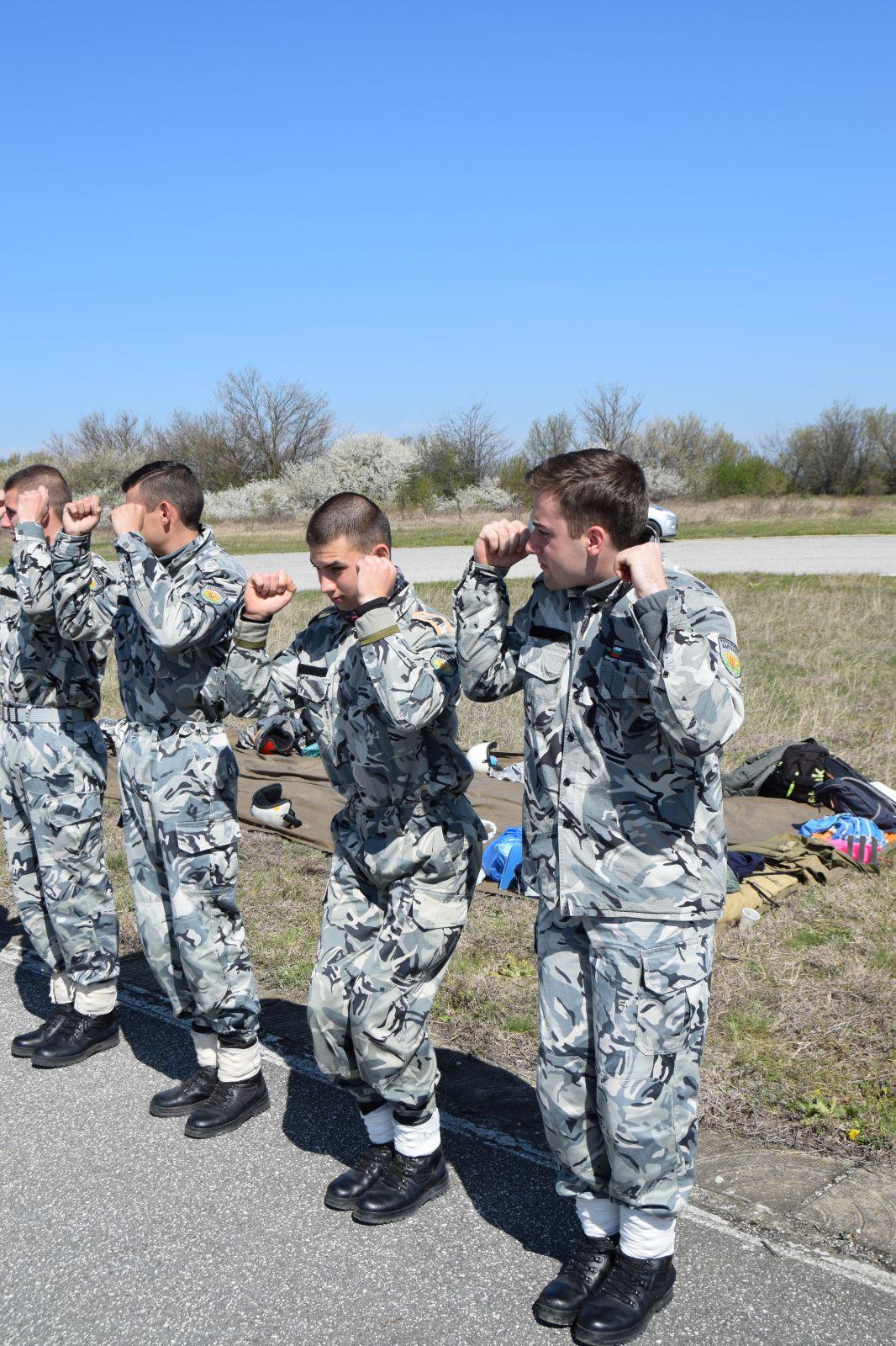 Първи парашутни скокове за първокурсниците от Военновъздушното училище в Долна Митрополия - Част 2 Скоковете (ЕКСКЛУЗИВНА ГАЛЕРИЯ)