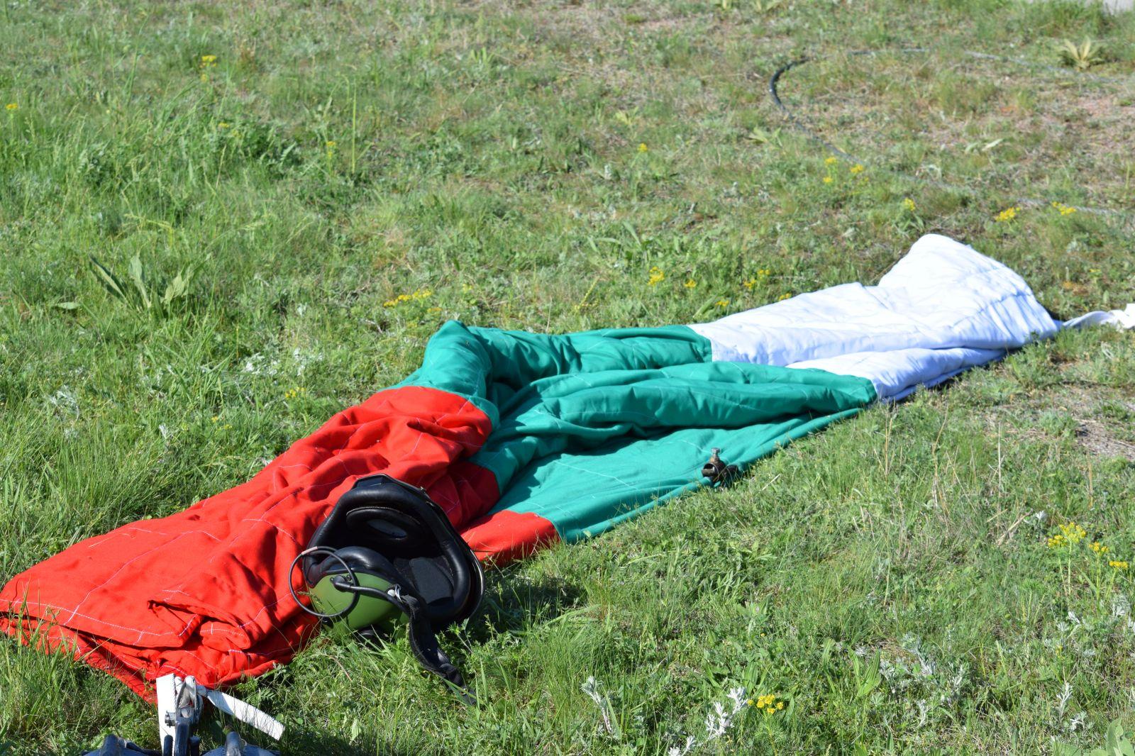 Генерална репетиция за въздушната демонстрация на 6 май - Част 1 AS532AL Cougar с националния флаг (ГОЛЯМА АВИАЦИОННА ГАЛЕРИЯ)