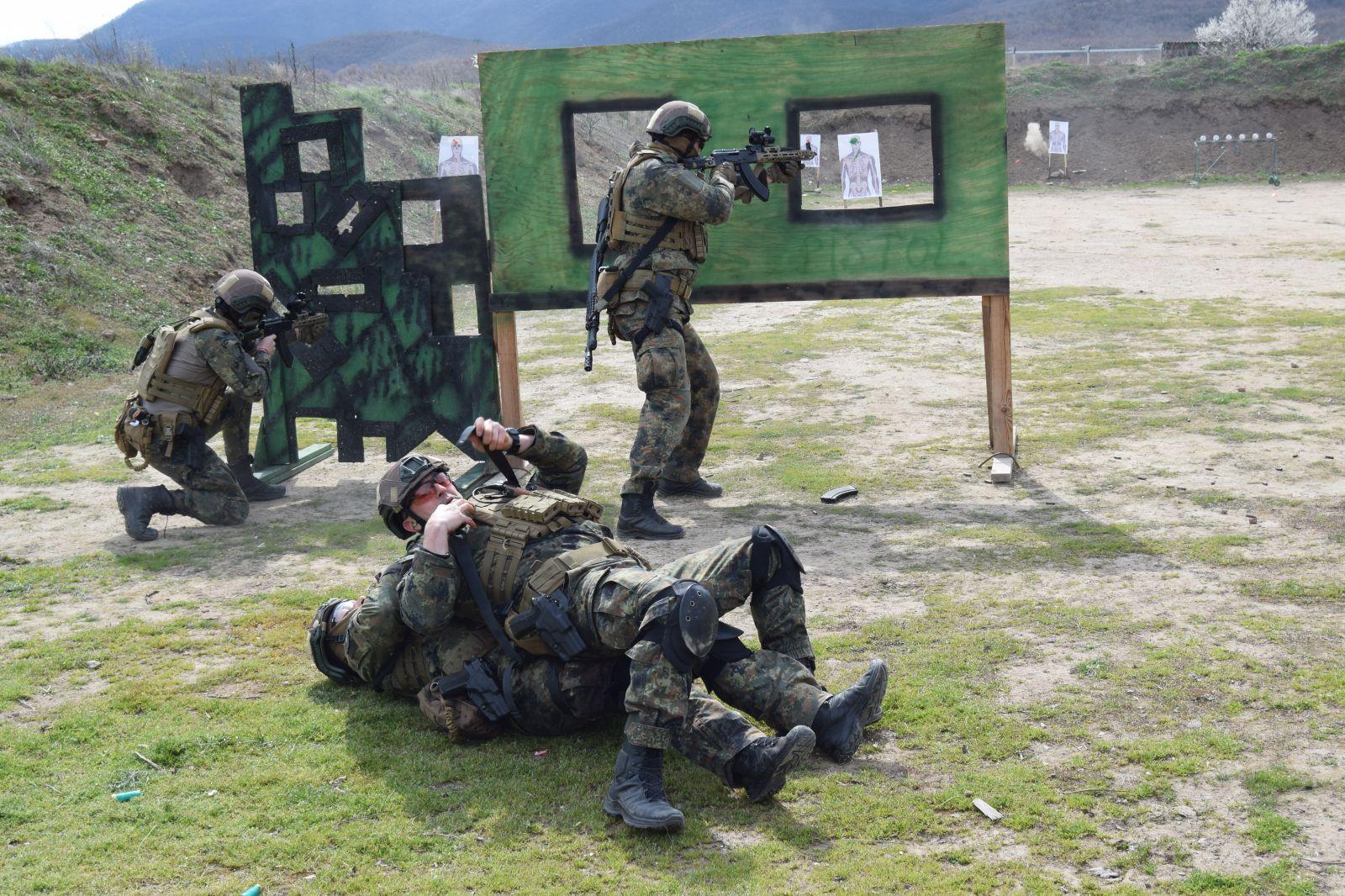 Нов учебно-тренировъчен комплекс на Специалните сили. Част 3 - Инфилтрация, евакуация и MEDEVAC с авиацията (ГОЛЯМА АВИАЦИОННА ГАЛЕРИЯ)