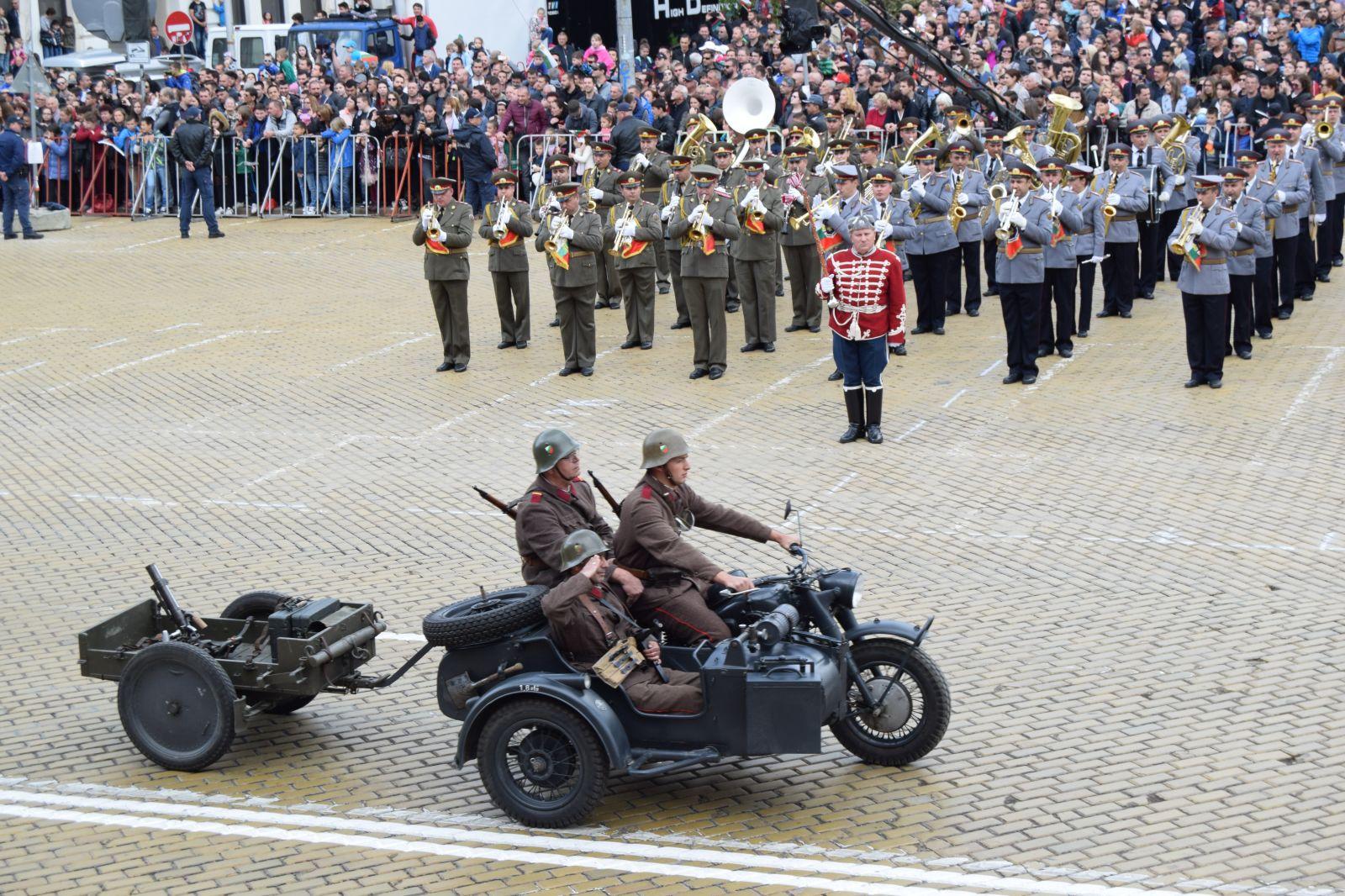 Парадът за 6 май 2019 г. - мащабен, с техника и авиация Част 3 Техниката от Втората световна война (ЕКСКЛУЗИВНА РЕТРО АВТО ГАЛЕРИЯ)