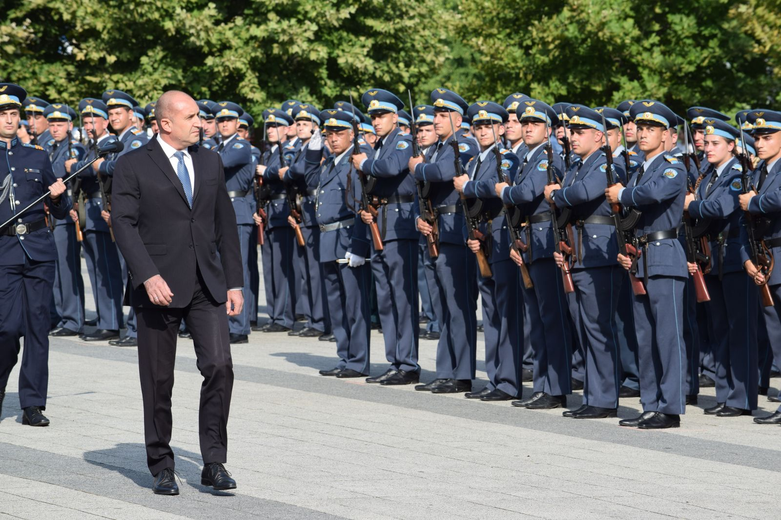Румен Радев участва в церемонията по връчване на дипломи и присвояване на първо офицерско и сержантско звание на Випуск 70-и на ВВВУ (ЕКСКЛУЗИВНА ГАЛЕРИЯ)
