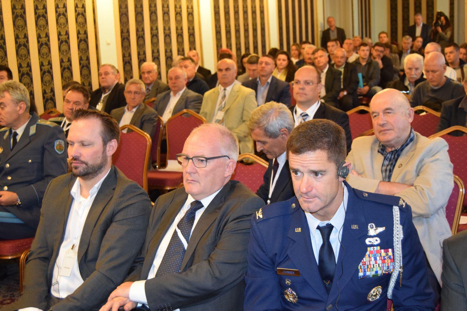 """Четвърта международна конференция """"Единно европейско небе – предизвикателства пред въздушния суверенитет и бизнеса"""" Панел 1"""