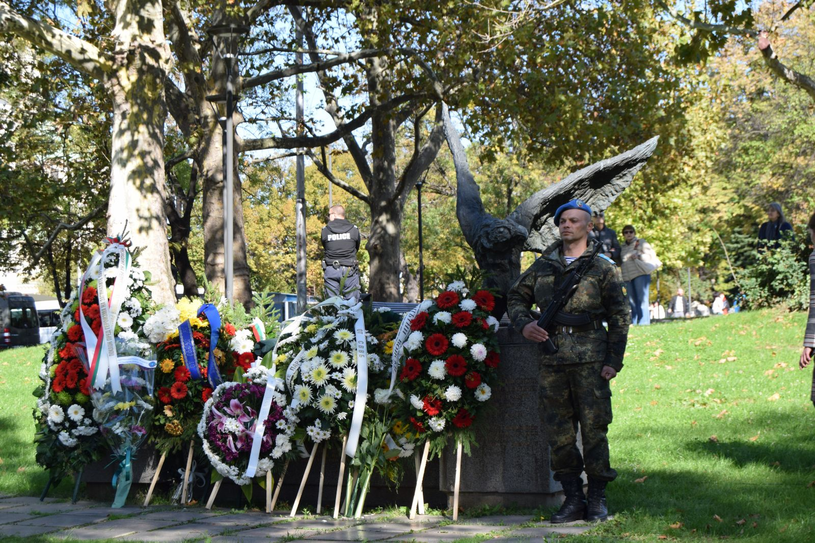 18 октомври - Празник на военния парашутист. СКСО - почит към първопроходците, уверено развитие и светло бъдеще (ГОЛЯМА ПРАЗНИЧНА ГАЛЕРИЯ)