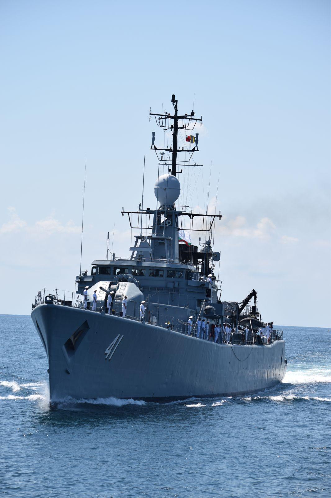 Бриз 2019 Част 6 - Отдаване на чест при среща на военни кораби на море