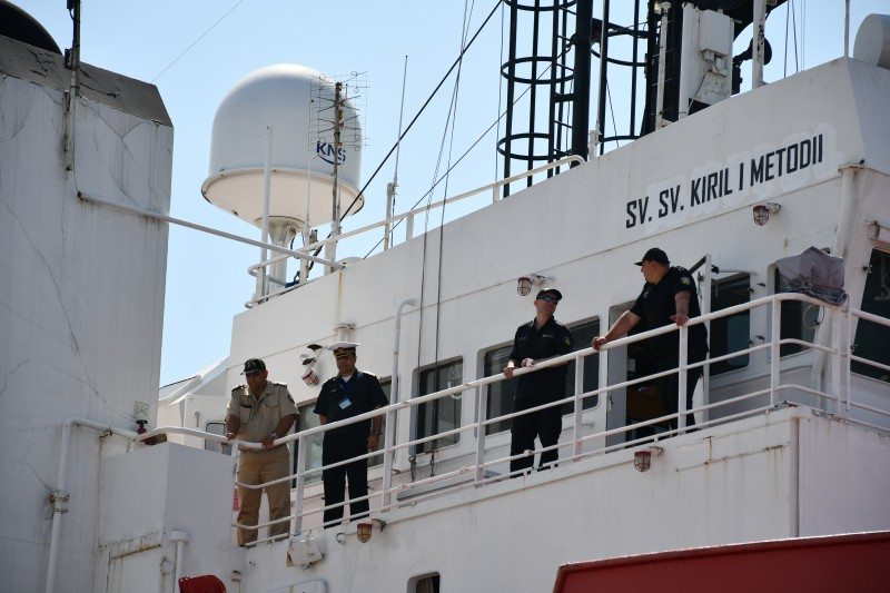 Първият военен научноизследователски кораб на България акостира в Пункт за базиране – Варна (ГАЛЕРИЯ)