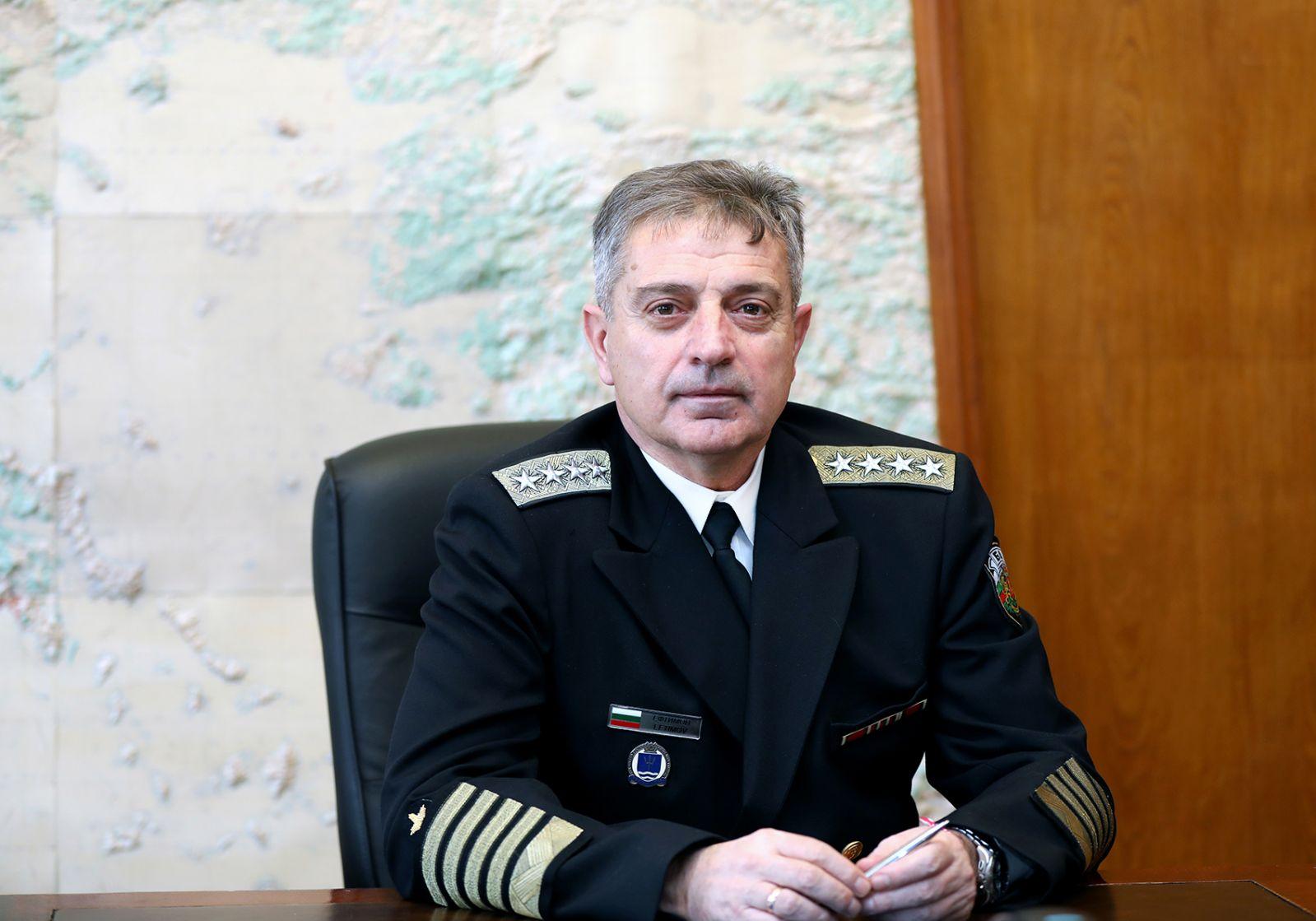 Адмирал Емил Ефтимов е новият началник на отбраната!