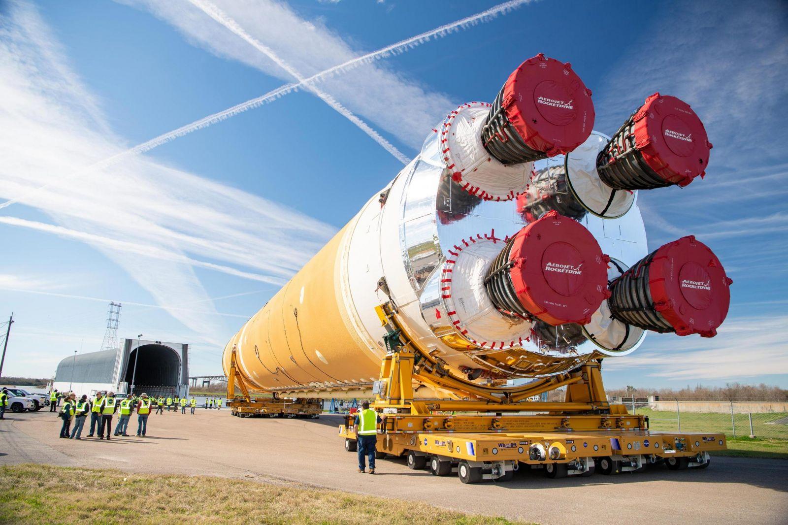 НАСА с частично неуспешен огневи тест на ракета SLS за лунната мисия Artemis I (ЕКСКЛУЗИВНА ГАЛЕРИЯ)