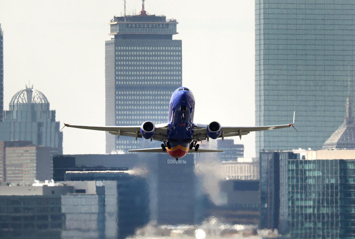 Southwest Airlines временно приземи 130 самолета Boeing 737-800