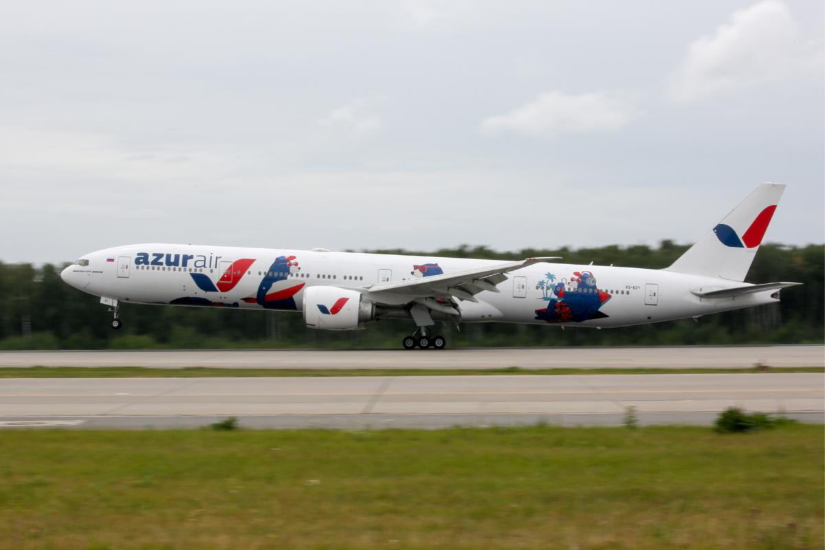 """Руската авиокомпания Azur Air ще предлага първа класа с новопридобитите """"втора ръка"""" авиоланери Boeing 777 (ГАЛЕРИЯ)"""