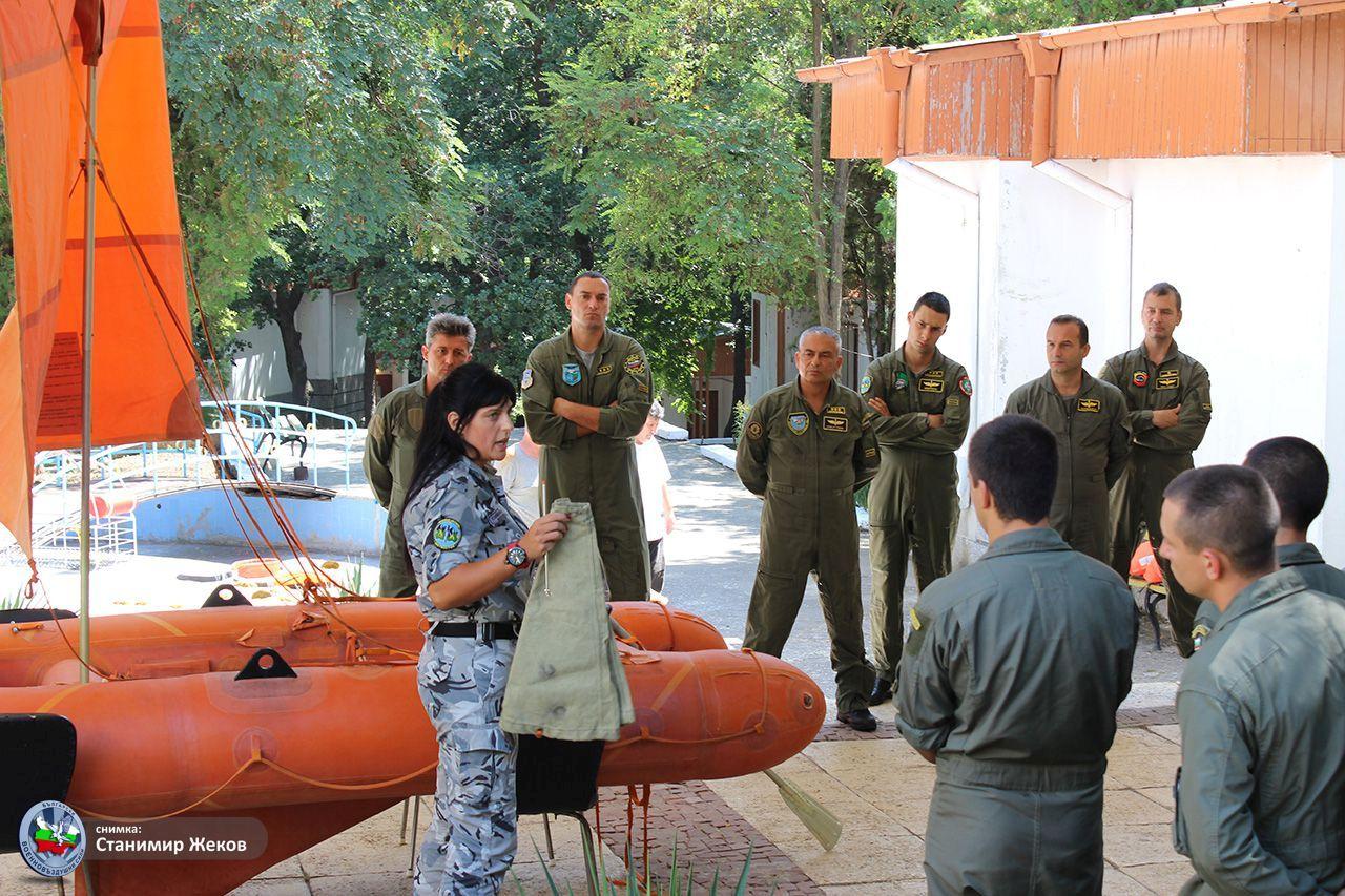 Курс за оцеляване в морска среда за пилоти от ВВС