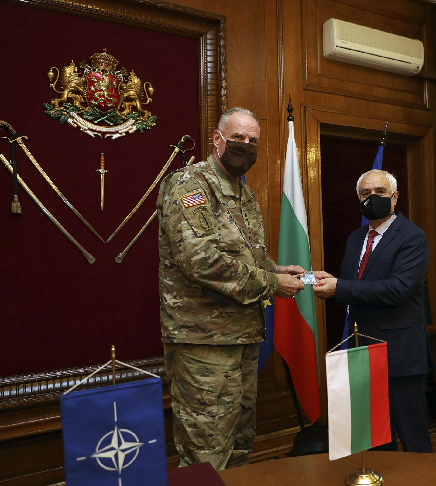 Командирът на щаба на Специалните операции на НАТО генерал-лейтенант Ерик Уенд бе на посещение в България (ГАЛЕРИЯ)