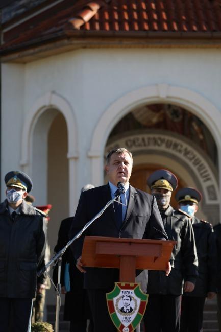 Министър Красимир Каракачанов към курсантите в НВУ: Вие сте стожери на българщината (ГАЛЕРИЯ)