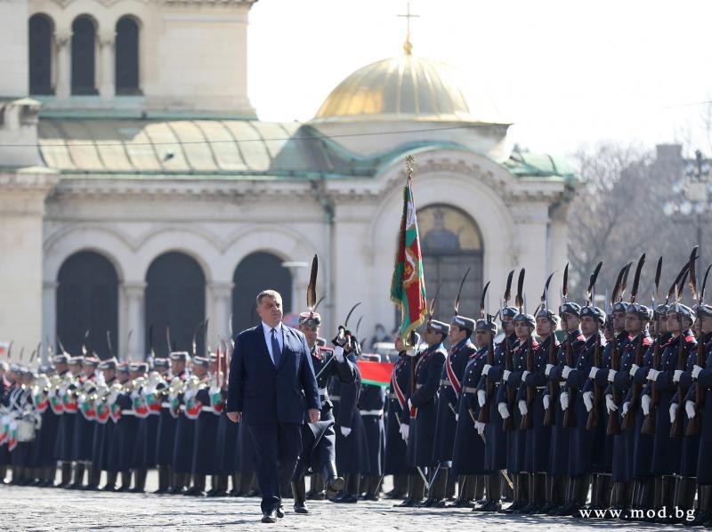 Министър Красимир Каракачанов: 3 март е символ на националния идеал всички българи да живеят свободно в собствената си държава (ГОЛЯМА ПАТРИОТИЧНА ГАЛЕРИЯ)