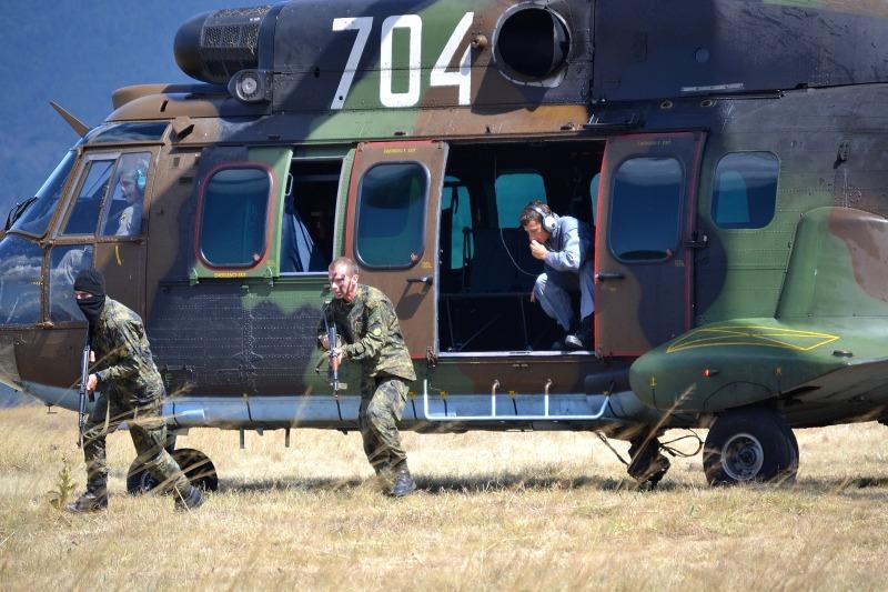 Формирования от ВВС и Сухопътни войски подобриха взаимодействието си по време на съвместни занятия (ГАЛЕРИЯ)