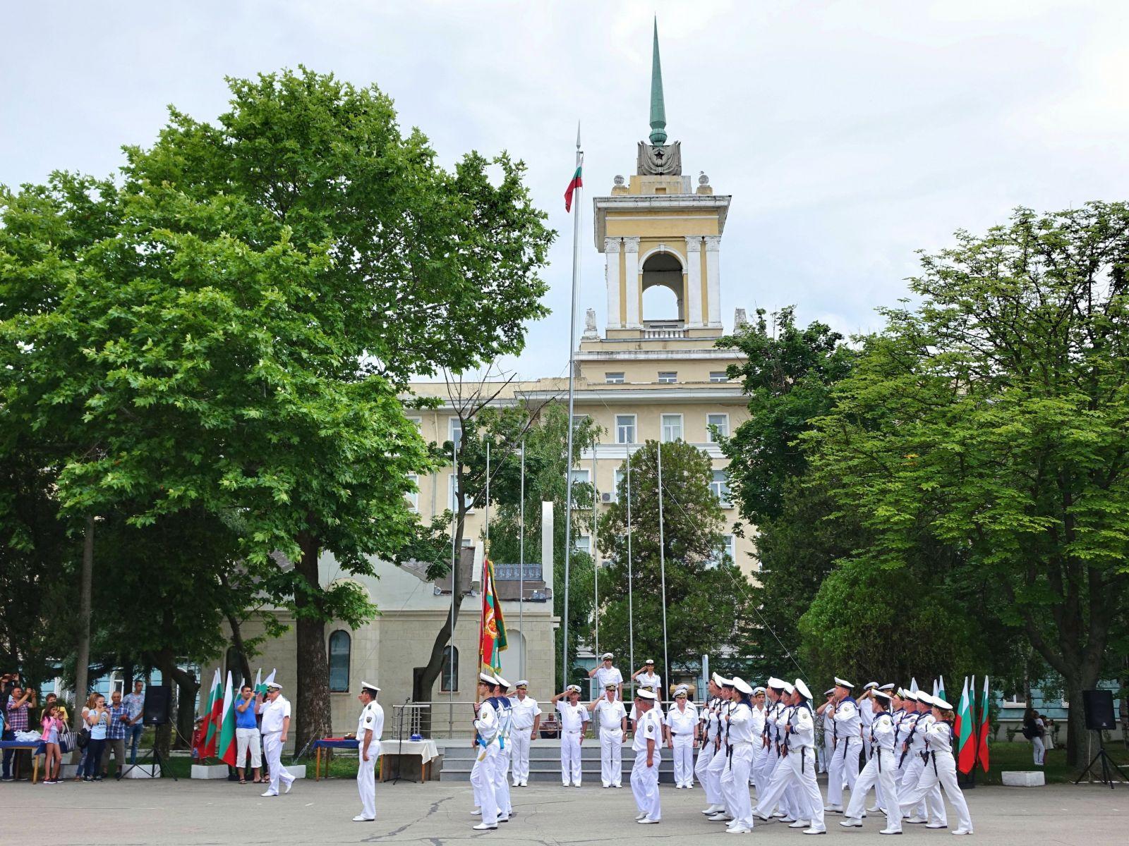 54 кадети от Випуск - 2019 на Професионалния старшински колеж в гр. Варна получиха днес свидетелства за професионална квалификация