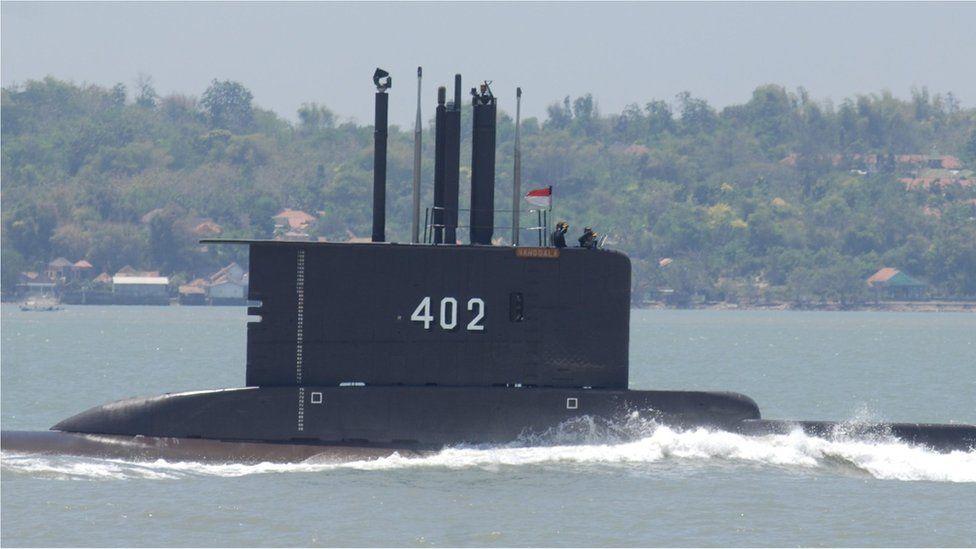 Индонезия изпрати 6 бойни кораба в търсене на изчезналата с 53 души на борда подводница KRI Nanggala 402