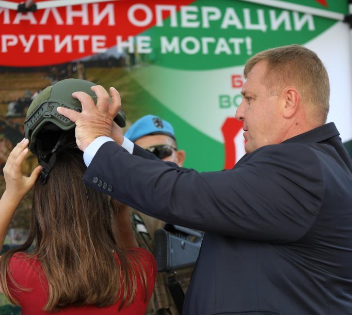 Министърът на отбраната Красимир Каракачанов: В резултат на взетите мерки се повишава интересът към военната служба