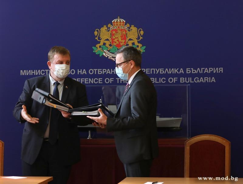 Договорът за новите ММПК е факт! Министър Каракачанов: С договора за корабите направихме втората крачка за модернизацията на Българската армия