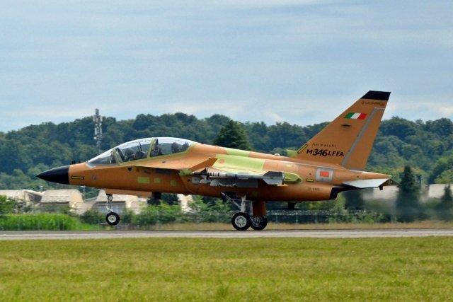 Лекият ударен Leonardo M-346 Fighter Attack с първи полет с радара Grifo (ЕКСКЛУЗИВНА ГАЛЕРИЯ)