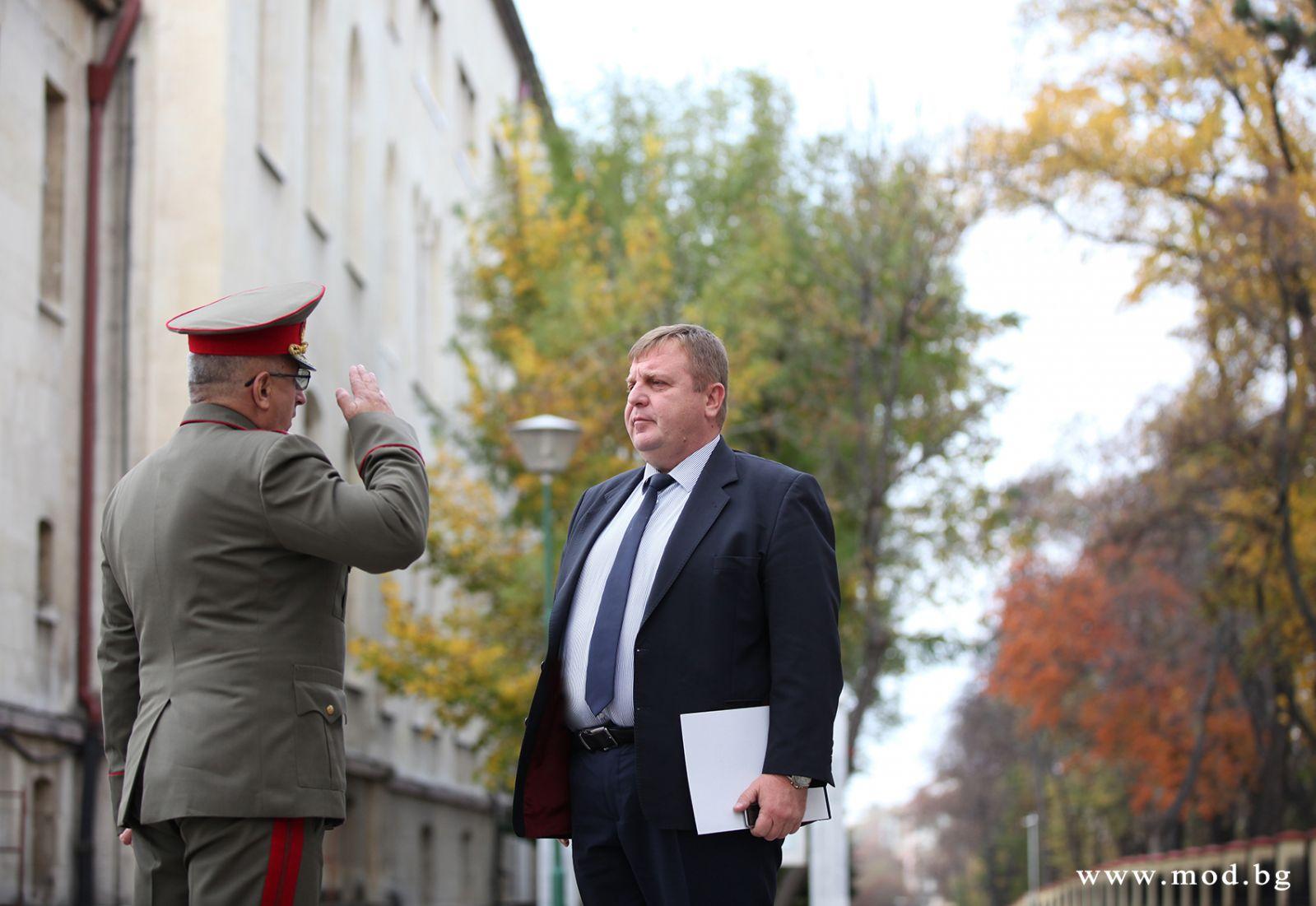 Министър Каракачанов: Отбранителните способности на ВС трябва да бъдат изграждани в синхрон с развитието на останалите инструменти на националната мощ