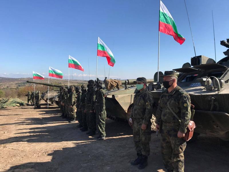 ЕКСКЛУЗИВНА ГАЛЕРИЯ: Министърът на отбраната Красимир Каракачанов: Провежда се най-мащабното учение на Сухопътните войски през последните 20 години