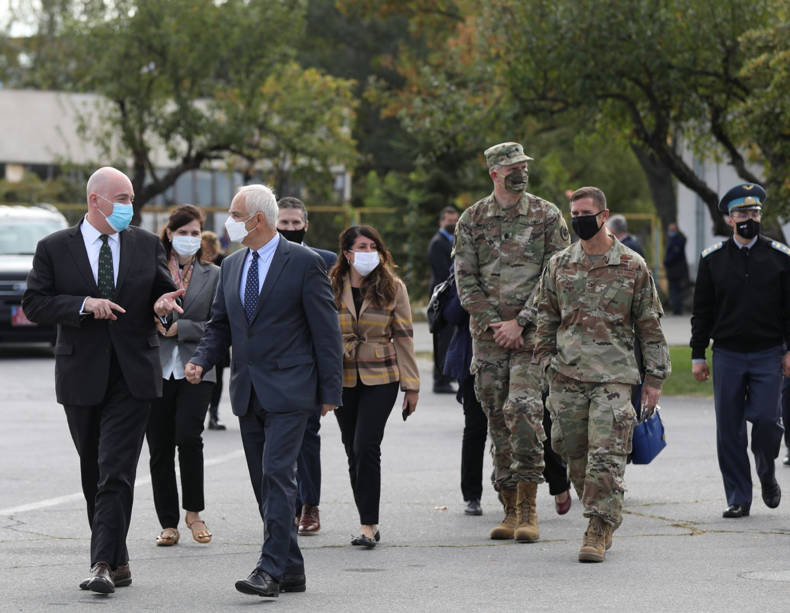 ГАЛЕРИЯ: Сътрудничеството в областта на отбраната между България и САЩ бе обсъдено на среща в авиобаза Граф Игнатиево