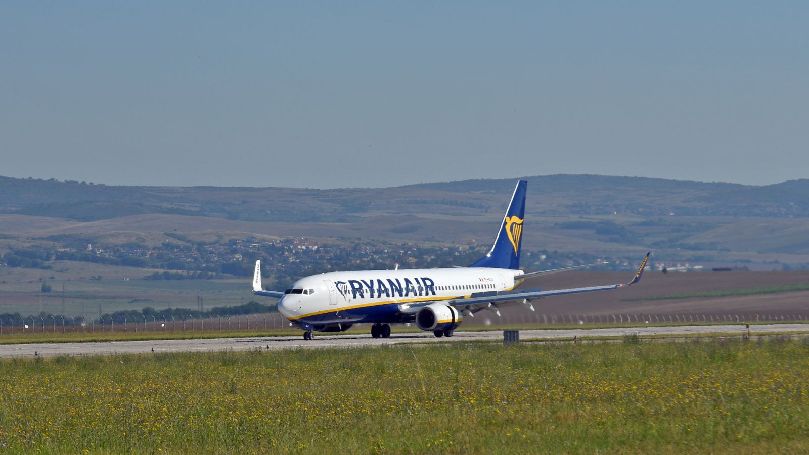 От 3 юли 2020 г. Ryanair възобнови полетите от Бургас, пуска билети до 6 дестинации с цена от 37,16 лв. (Голяма Бургаска Галерия)
