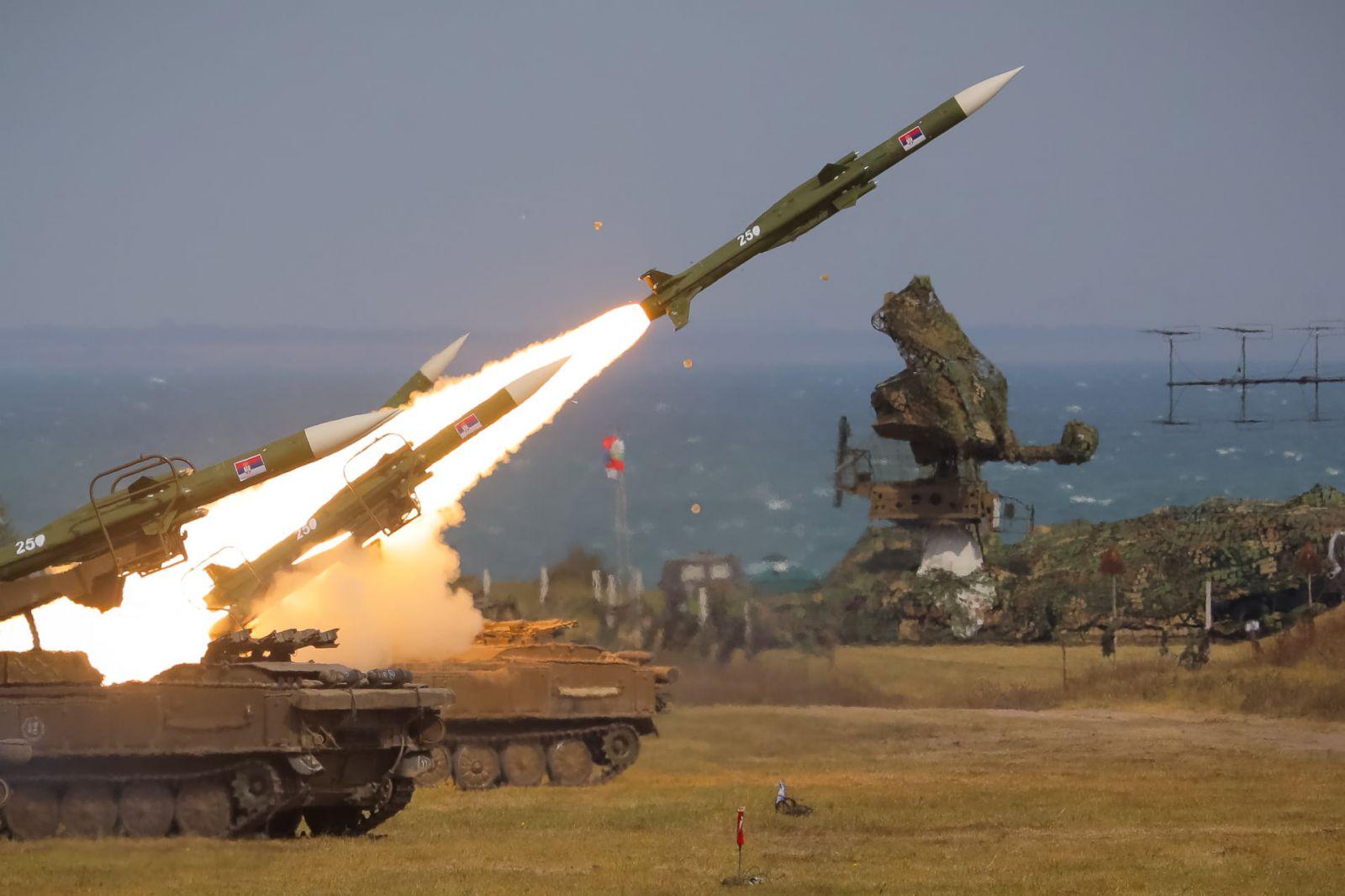 """Успешено завършиха експерименталните и съвместни бойни стрелби """"Шабла-2021-2"""" на формирования за ПВО на България и Сърбия (СНИМКИ)"""