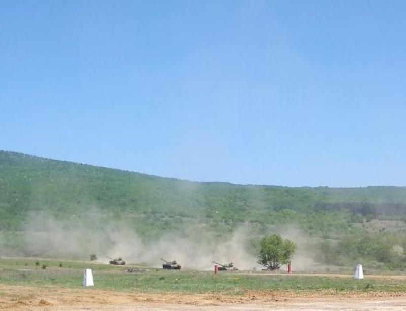 Танкистите от Центъра за подготовка на специалисти в Сливен проведоха стрелби с въоръжението на танк Т-72 (СНИМКИ, ВИДЕО)