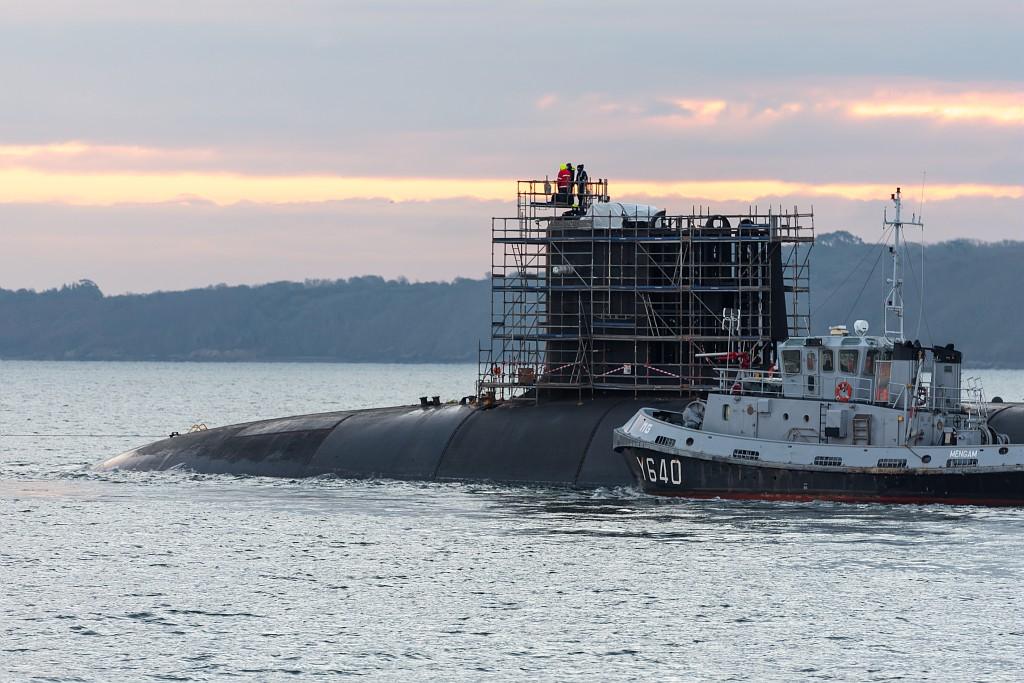 SSBN Le Terrible бе пребазирана от френската секретна база за атомни подводници Île Longue във вмб Брест за основен ремонт