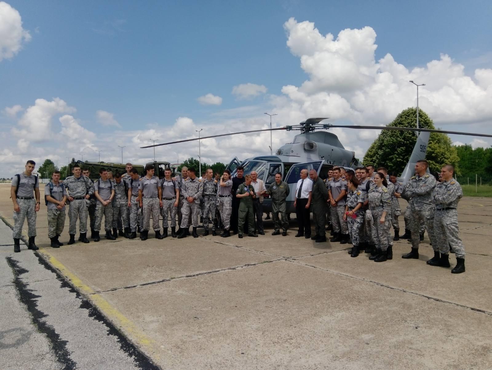 """Мотивационен полет на вертолет AS365N3 Dauphin във ВВВУ """"Георги Бенковски"""""""