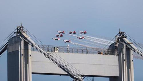 Турски и азербайджански военни самолети проведоха съвместни полети над Босфора