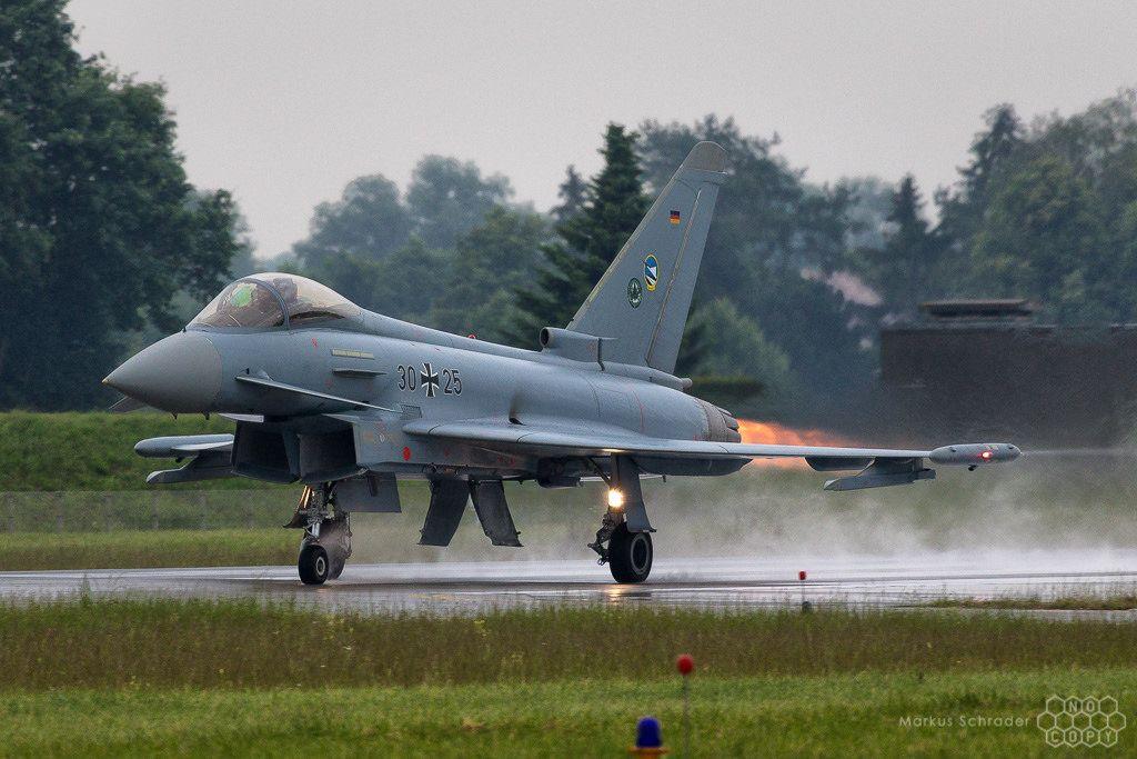 Руски Су-27 ескортира германски изтребител над Балтийско море