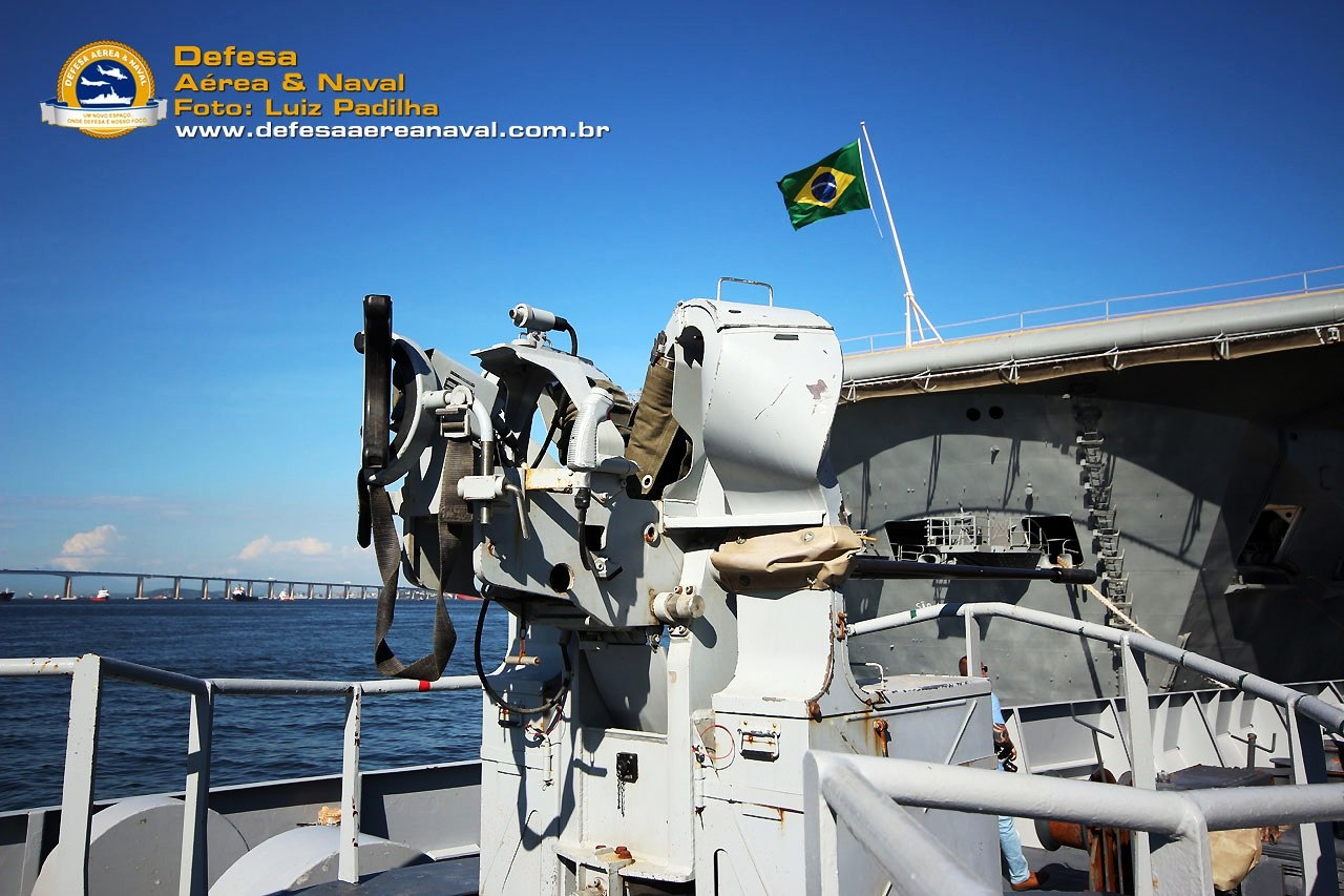 Десантният кораб-док L9012 FS Sirocco / G40 Bahia