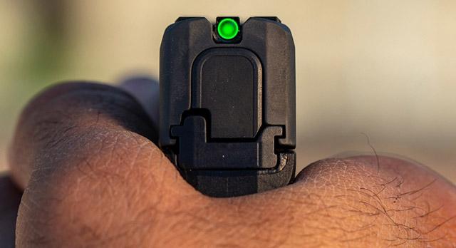 """Пистолетът SIG P365 SAS - бърз и... """"радиоактивен"""""""
