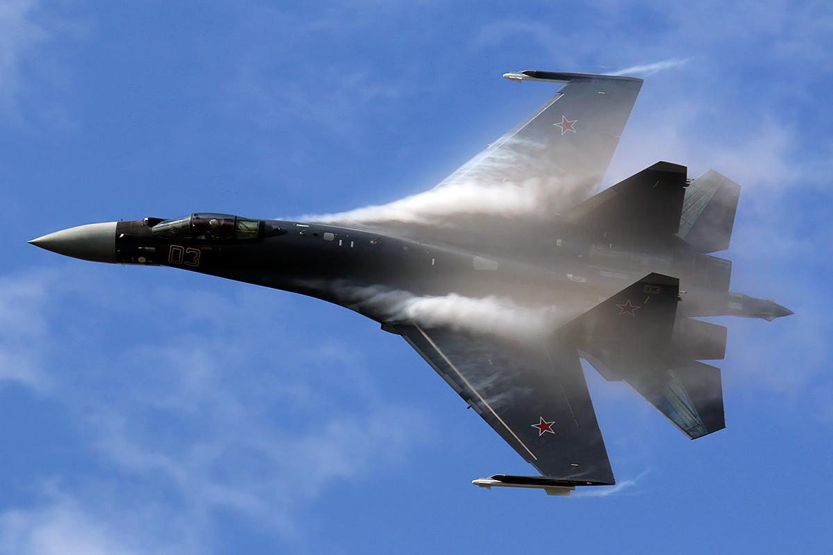 """Руски Су-35 бе заподозрян в """"изключване"""" на американски Super Hornet в небето на Сирия"""