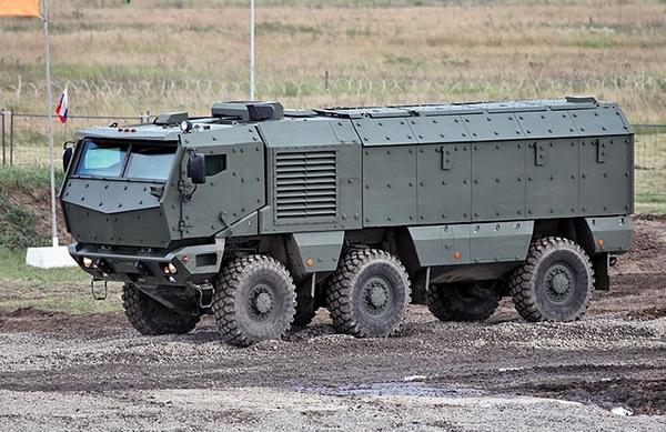 """Китайската армия получи бронирани машини, подобни на руския """"Тайфун-К"""""""