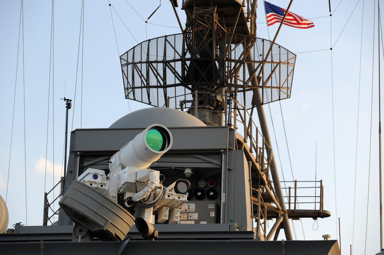 Корабите на американските ВМС ще унищожават дроновете  и бойните катери с лазерно оръжие