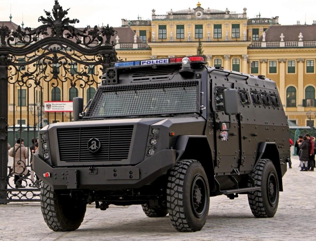 PARTNER 2019: Компанията Achleitner представи своя охранителна и военна техника