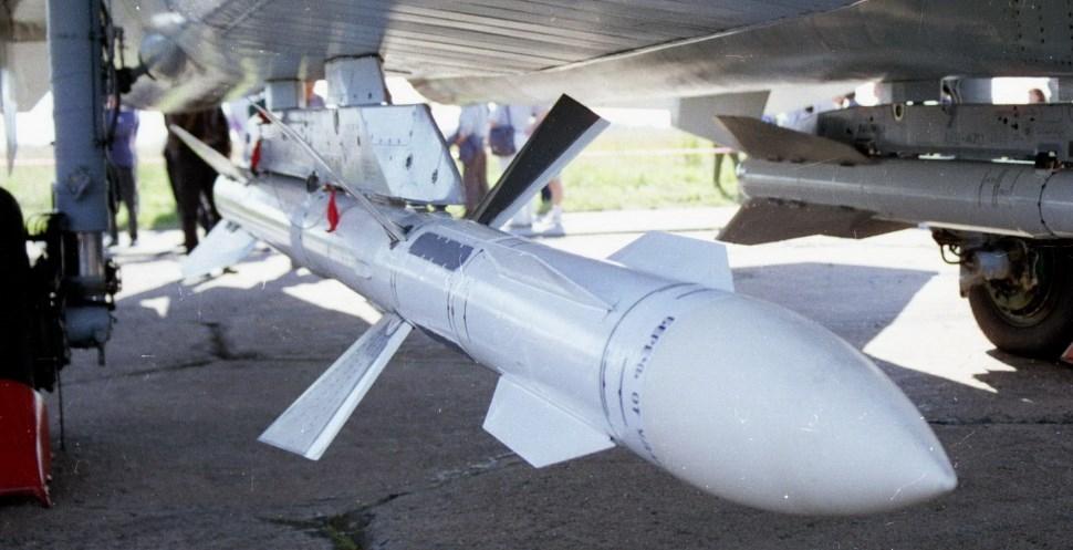 """МО с обществена поръчка за ремонт на осемнадесет  УР """"въздух-въздух"""" Р-27Р за Миг-29 (СНИМКИ)"""
