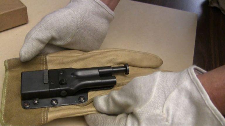 Интересната конструкция ръкавица-пистолет